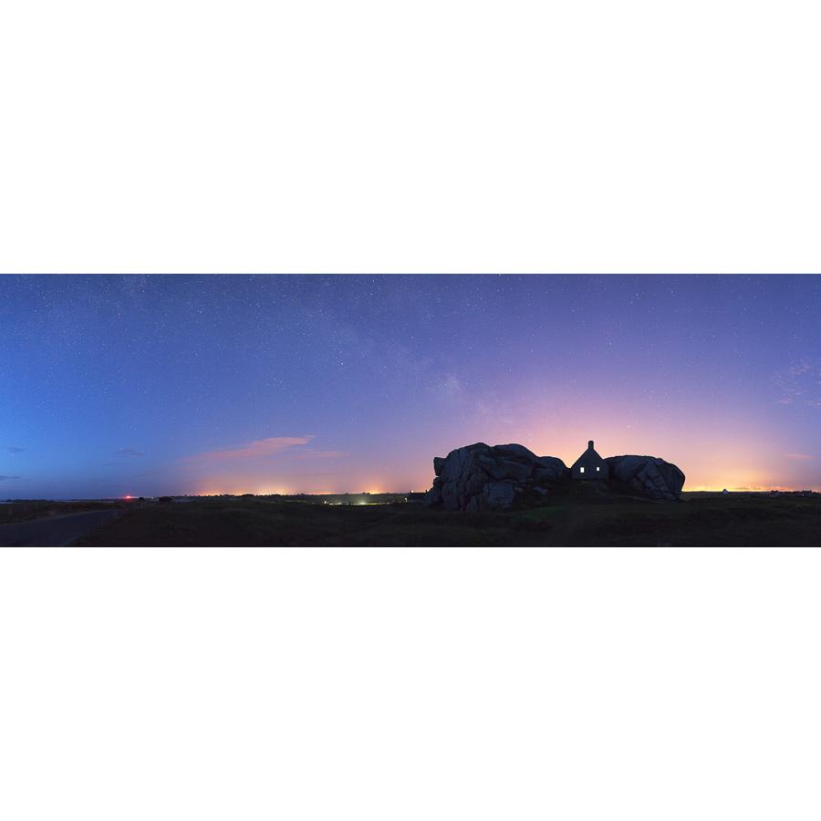 Kerlouan : Maison de Meneham au crépuscule
