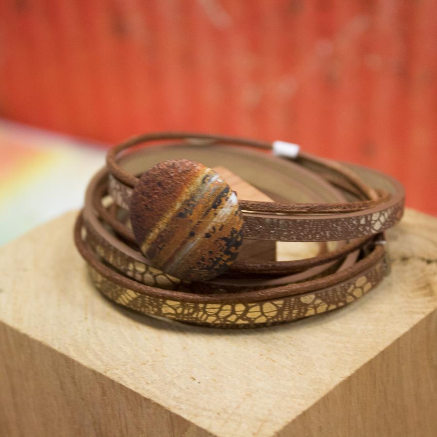Bracelet 3 tours cuir effet écaillé et cordon caramel