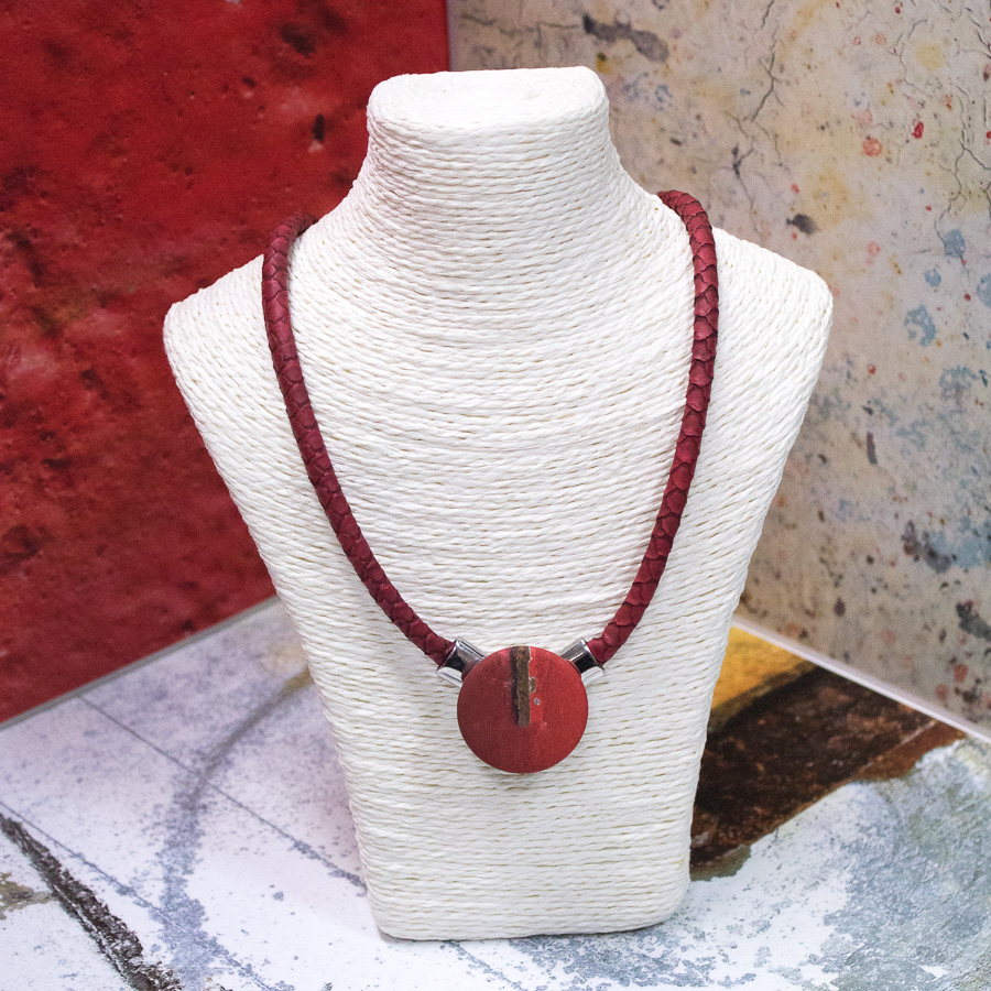 Collier « écaille » aimanté rouge