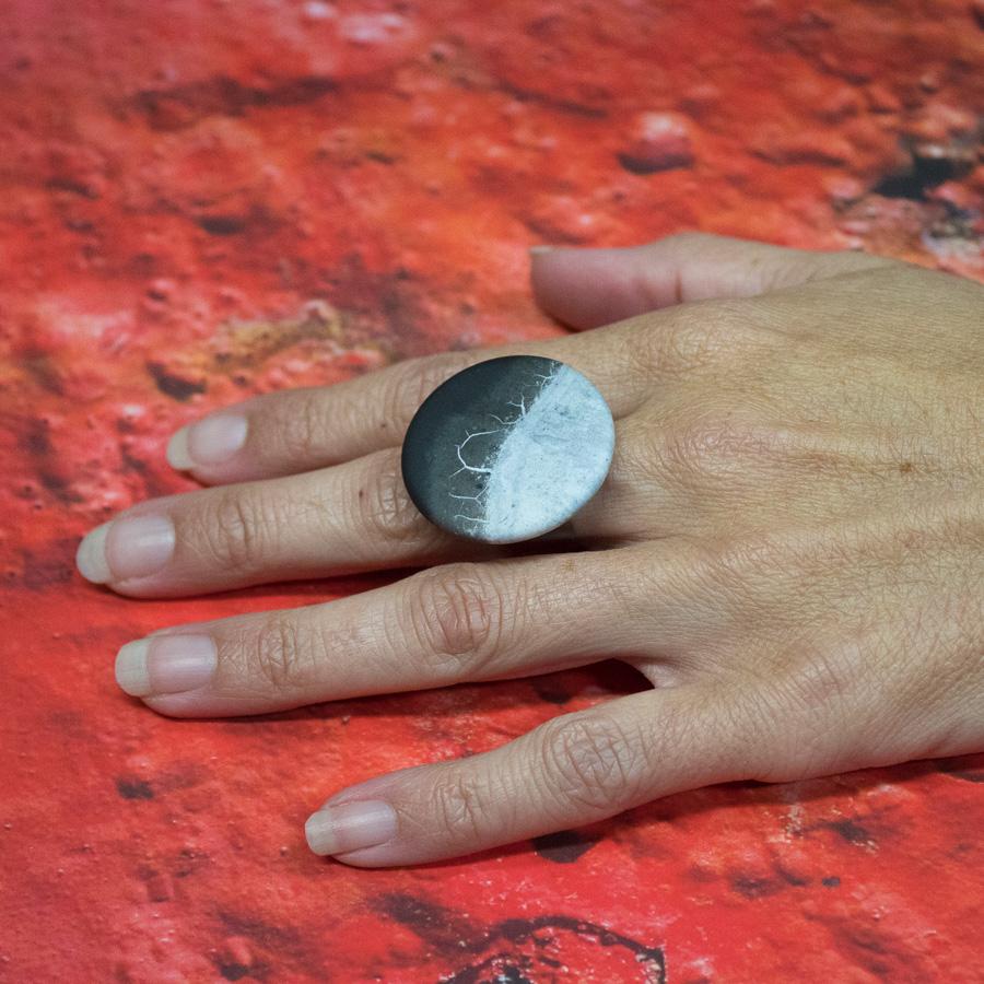 Exemple de bague sur une main