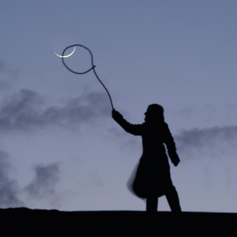 """Photo """"Sabine attrape la Lune au lasso"""""""