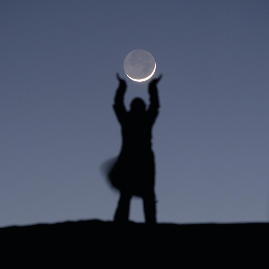 """Photo """"Sabine joue au ballon avec la Lune"""""""