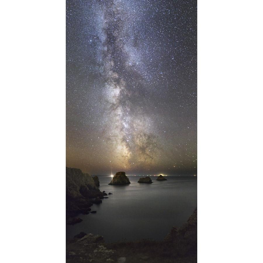 Pointe de Pen-Hir : Voie lactée à la verticale des tas de pois