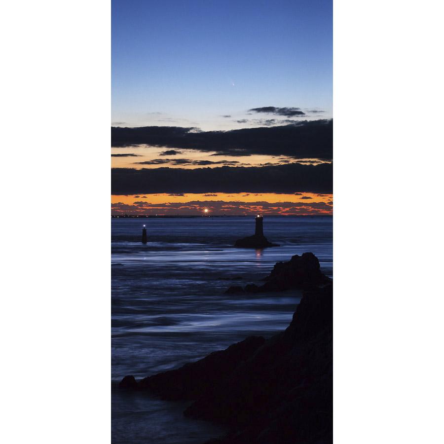 Pointe du Raz : La comète PanSTARRS au-dessus de l'Île de Sein