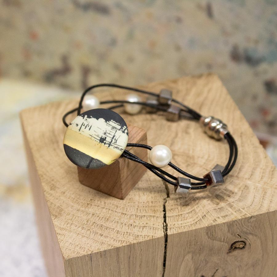 Bracelet en cuir multi-brins avec fermoir magnétique