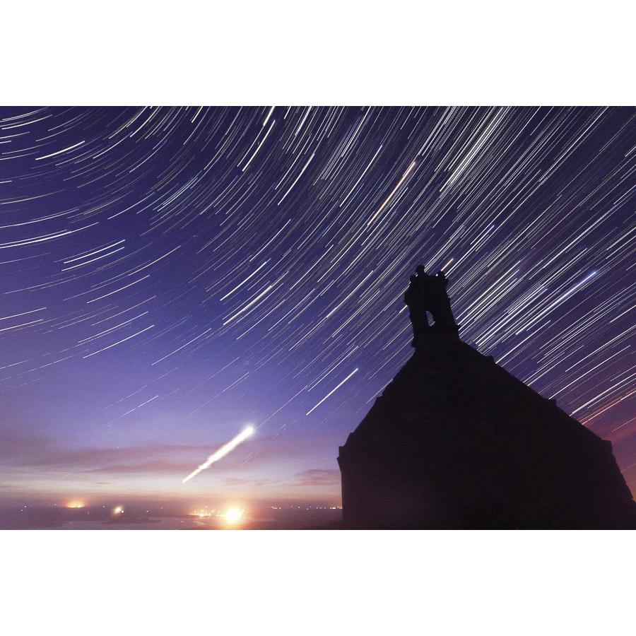 Mont Saint-Michel-de-Brasparts : Filé d'étoiles sur la chapelle