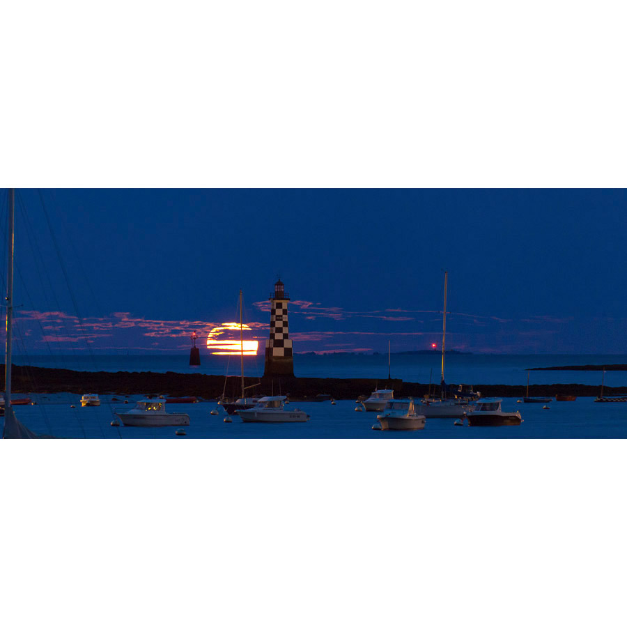 Île Garo : Phare de la Perdix et Pleine Lune