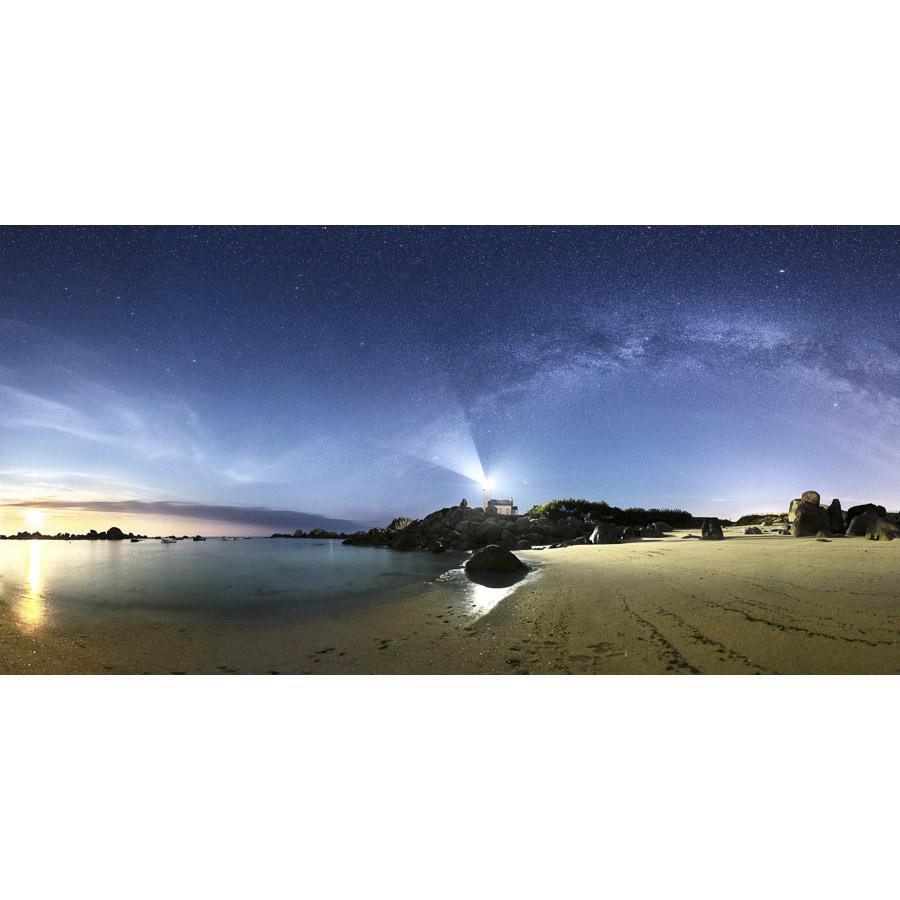 Brignogan : Phare de Pontusval sous la Voie lactée