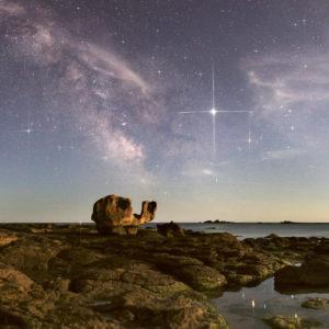 """Carte postale """"Le rocher de la Tortue à Loctudy de nuit"""""""