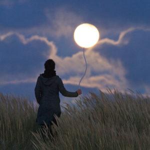 """Photo à encadrer Jeux lunaires """"La Pleine Lune comme un ballon de baudruche"""""""