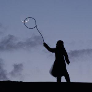 """Photo à encadrer Jeux lunaires """"Sabine attrape la Lune au lasso"""""""