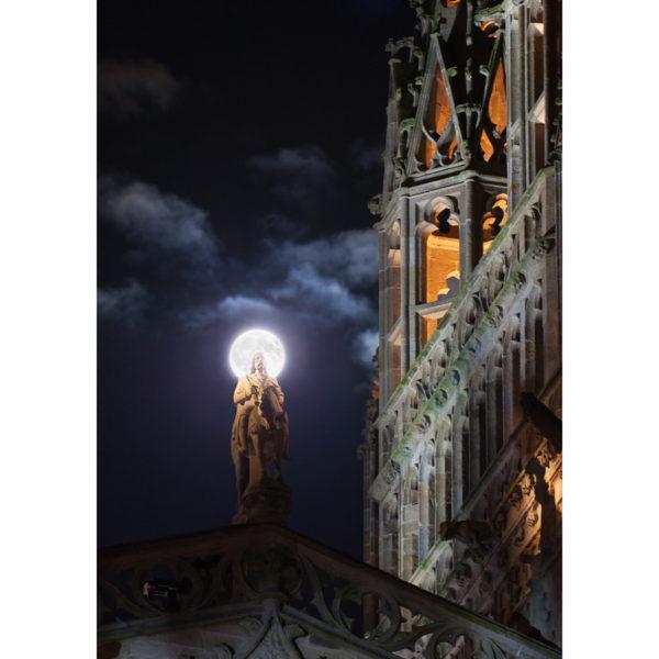 """Photo A4 à encadrer """"Quimper : La Pleine Lune derrière le Roi Gradlon"""""""