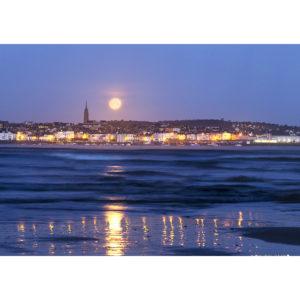 """Photo A4 à encadrer """"Douarnenez : la Pleine Lune se couche sur la ville"""""""