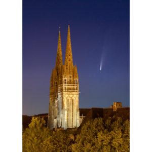 """Photo A4 à encadrer """"Quimper : la cathédrale et la comète Neowise"""""""