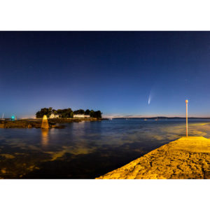 """Photo A4 à encadrer """"Douarnenez : Comète Neowise et Île Tristan"""""""