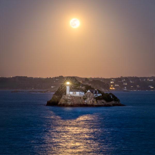 Carantec : reflet de la Pleine Lune sous l'Île Louët