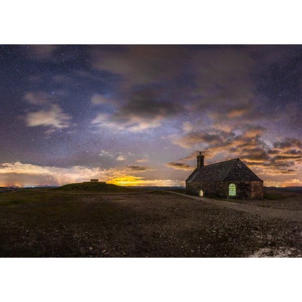 Monts d'Arrée : La Chapelle Saint-Michel-de-Brasparts sous les étoiles