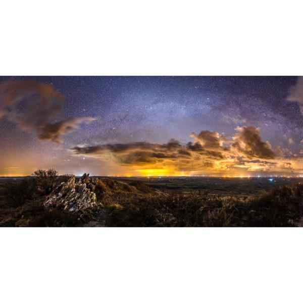 Monts d'Arrée : Le Roc'h Trevezel face à la Voie lactée