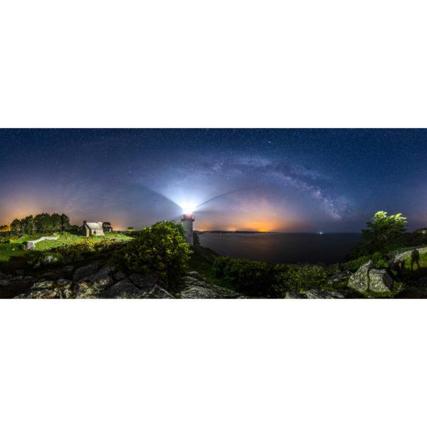 Port Manec'h : le phare sous l'arche de la Voie lactée