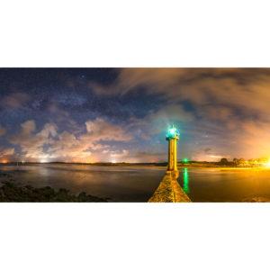 Moguériec : le phare sous les étoiles