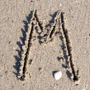 Lettre magnétique M