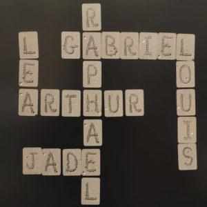 Prénoms composés de magnets souples alphabet