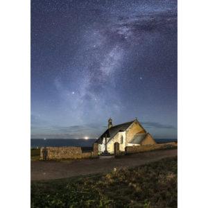 Pointe du Van : Chapelle Saint-They sous la Voie lactée